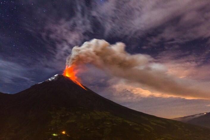 Vulkanen Tungurahua i Ecuador har utbrudd i november 2010. (Foto: Ecuadorpostales, Shutterstock, NTB scanpix)