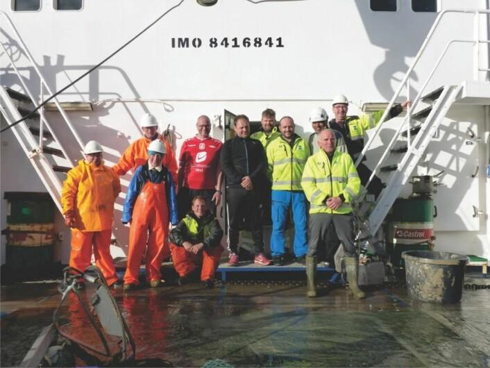 TOKTDELTAKERE: Fra venstre Valerie Bellec (NGU), Anne Sveistrup (HI), Anders Fuglevik (HI, i bagrunnen), Edgar Rasmussen (Kartverket), Frank Jakobsen (NGU, sittende), Harald Sæther, Daniel Brunstad, Glenn Maan, Arve Øverlie, Per Magne Hansen og Karl Alf Rydningen (Kartverket). Kurt Gjertsen var ikke til stede da bildet ble tatt. Alle foto: MAREANO