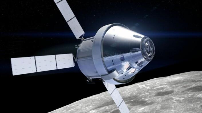 Romkapselen Orion med den europeiske serviceseksjonen ATV montert bak kan få en russer ombord i 2024. (Illustrasjon: NASA, bearbeidet av forskning.no med fotografi fra Apollo 8 i bakgrunnen.)