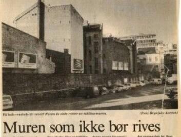 Muren som ikke bør rives. (Lars Keilhaug, faksimile fra Aftenposten 15.november 1989.)