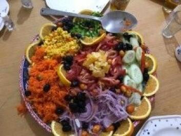 Kokken vår tryller frem de deiligste retter av lokale frukter og grønnsaker til middag på 2500 meters høyde. (Foto: Privat)