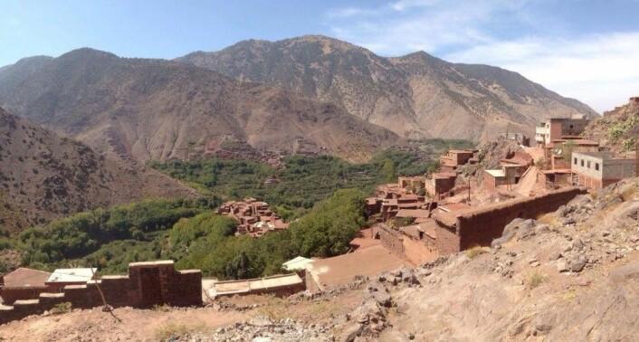 På 2500 meters høyde ligger landsbyer med klynger av lave leirfargede hus som nærmest går i ett med landskapet. Området er satt på Unescos verdensarvliste. (Foto: Privat)