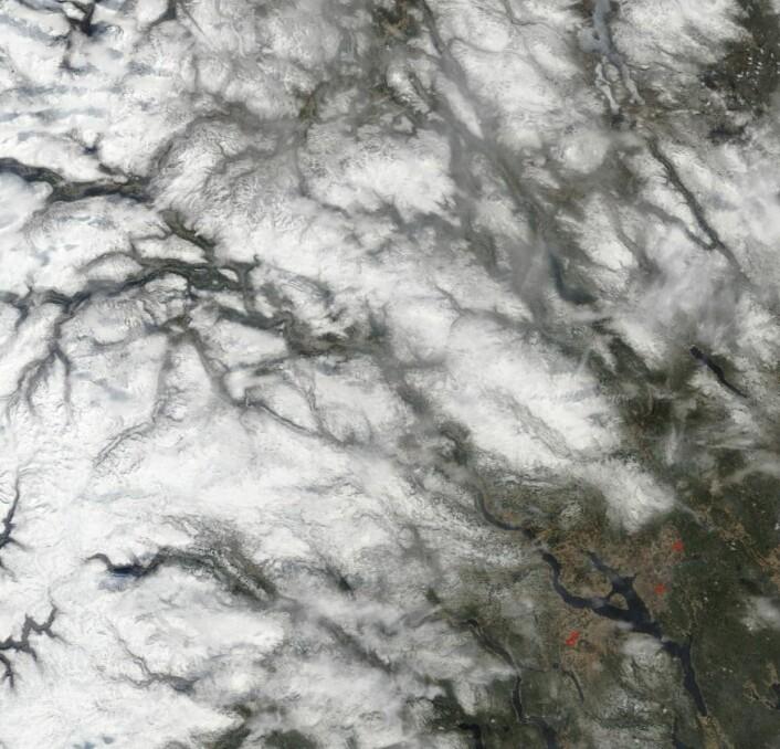Østlandet sett fra NASAs satellitt Terra i formiddag (8. mai). (Bilde: NASA Terra MODIS)