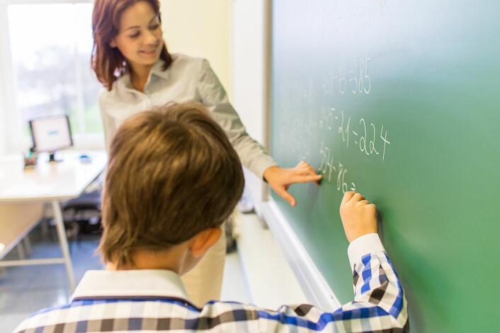Roar Bakken Stovner skal studere opptak av en rekke matematikktimer rundt om i Norge for å finne ut hvordan lærerne støtter elevene i utfordrende oppgaver.<br>(Illustrasjonsfoto: Colourbox)