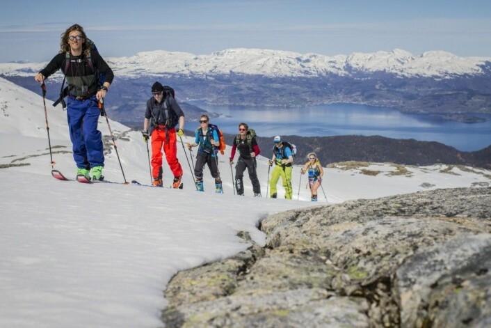 For få generasjoner siden ble vinterfjellene sett på som ubrukelige. Nå vil «alle» stave seg til toppen av en tind, som her i Rosendal. Foto: Skiinformarmatie.nl