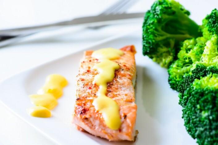 Torsk, laks eller annen sjømat - hollandaisesausen passer til det meste. God appetitt! (Foto: Colourbox)
