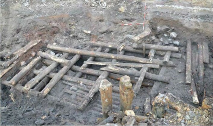 Bolverk avdekket av arkeologene under utgravingene i Bjørvika. Foto: Andreas Kerr, NMM