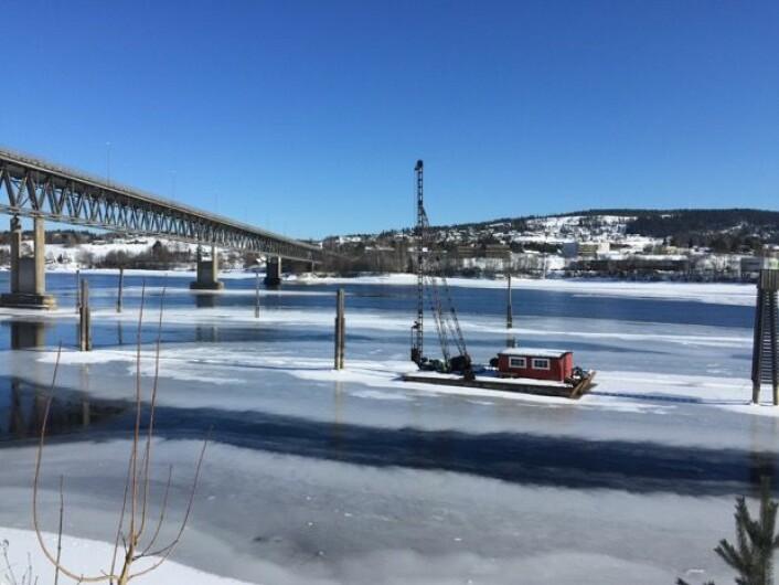 Mye åpent vann ved gamle Fetsund Lenser i dag, og slik har det vært denne vinteren. (Bilde: TW)