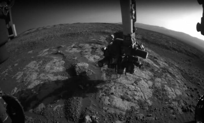 Drillen på Curiosity i arbeid på Mars. (Bilde: fra video av NASA/JPL)
