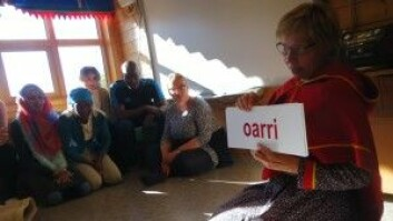 Ann-Mari Thomassen vedMárkománák samiske barnehage i Skånland viser hvordan de aktivt jobber med samisk språk. (Foto: Berit Nystad Eskonsipo)