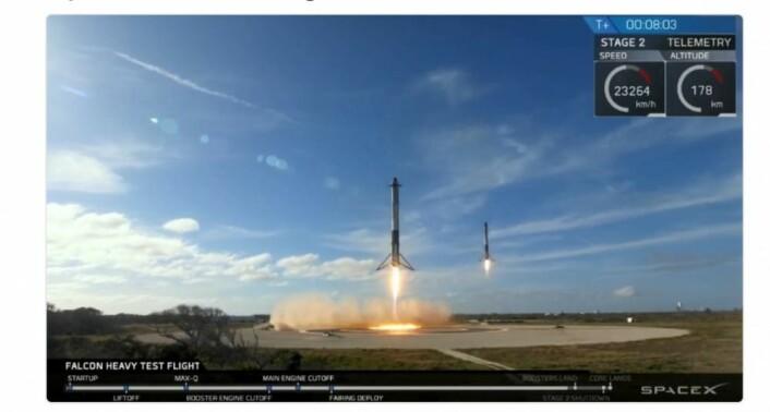 Et ikonisk bilde for rakettfolket: De to startrakettene fra Falcon Heavy vender tilbake til Florida og melder seg klar for ny innsats. (Bilde fra SpaceX sin twitter-konto).