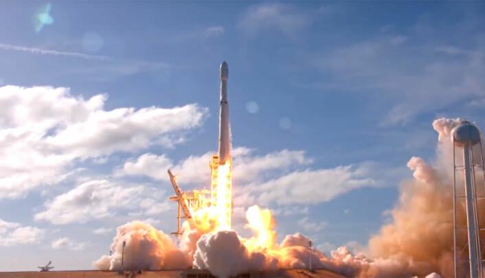 Noen dager før den vellykkede første prøveoppskytningen av Falcon Heavy (bildet) ble det klart at Russland planlegger å bygge en ny, stor bærerakett. Den vil imidlertid først bli skutt opp rundt 2027. (Foto: SpaceX)