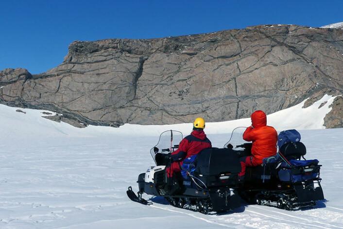 Snøskuter er et praktisk framkomstmiddel i Antarktis. (Foto: Ane K. Engvik)