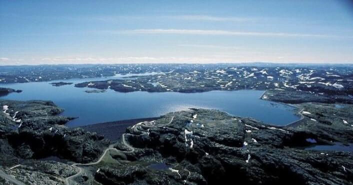 Blåsjø er mer enn bare en vakker innsjø. Den er et energilager som tilsvarer 1,3 milliarder Tesla-biler. (Foto: Statkraft)
