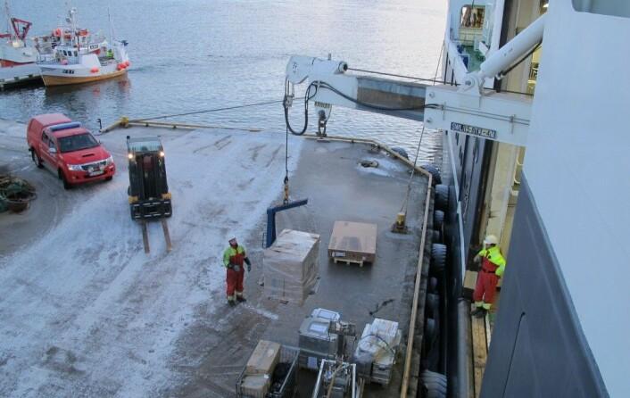 Mange prøver og alt utstyret som trengs på MAREANO-tokt ble satt på land i Tromsø slik at det ble plass til nytt utstyr til andre tokt.