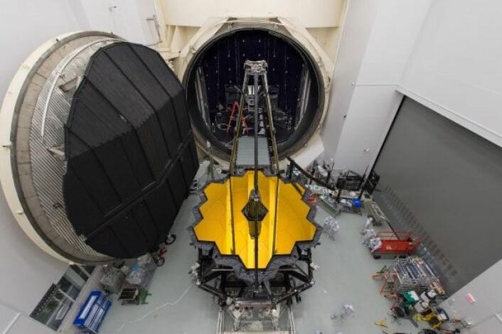 Det nye romteleskopet James Webb før test i vakumkammeret hos NASA. NASA/D. Stover