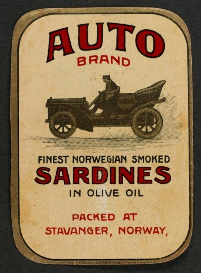 """Etikett av merket """"Auto."""" Her er det brukt dyr olivenolje, da blir det alltid presisert (Foto: MUST/ Norsk hermetikkmuseum)"""