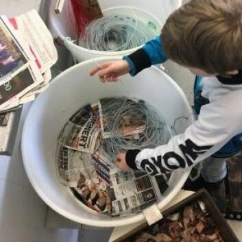 Her trer min sønn på 11 år makrell på fiskekrokene. (Foto: Kine Mari Karlsen)