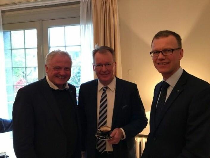 Johan Hustad, Simo Honkanen (Neste) og Erik Lahnstein (Skogeierforbundet) på Den Finske Ambassaden. (Foto: NTNU)