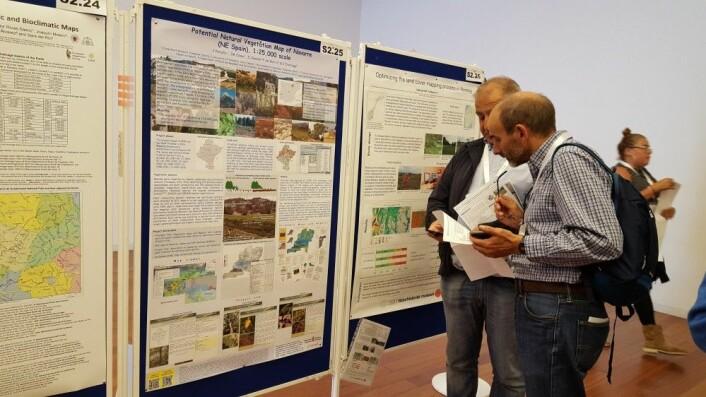 Plakatpresentasjoner, min plakat til høyre i bildet. Foto: HAU