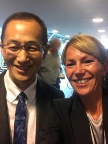 Foto (privat): Nobelprisvinner Shinya Yamanaka og Hanne Scholz under besøket på Norsk senter for stamcelleforskning 6.9.17.