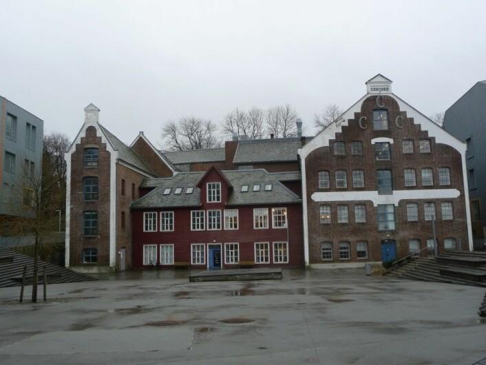 Concord Canning Co. sin gamle fabrikk ligger ved siden av Stavanger Konserthus, tidligere lå fabrikken i vannkanten, nå er det bygget kai i forkant av bygget. Foto: MUST/ Norsk hermetikkmuseum