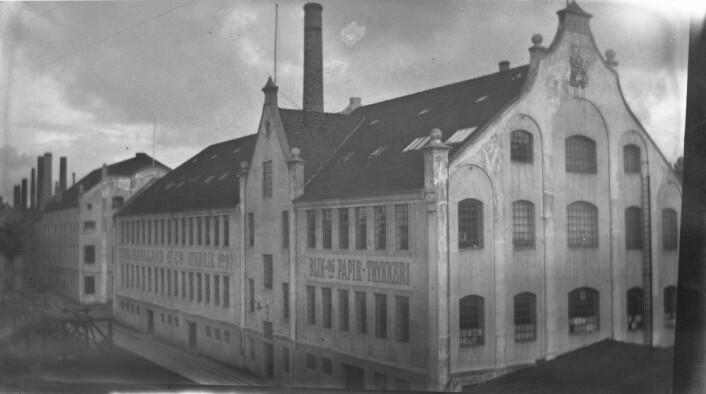 Chr. Bjelland & Co.sitt trykkeri og maskinverksted. Disse bygningene får forhåpentligvis sterkere vern gjennom verneplanen for hermtikkbygg som skal behandles politisk 31. august. Foto: MUST/ Norsk hermetikkmuseum