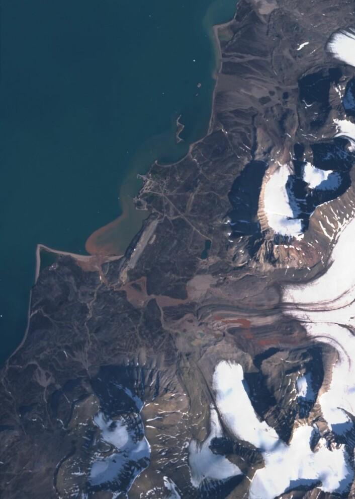 Ny-Ålesund sett fra Sentinel-2. (Bilde: Copernicus Sentinel data 2017)