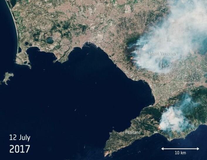 Skogbrann på Vesuv i Italia sett av miljøsatellitten Sentinel-2B i ulike bølgelengder.For å se gif-animasjonen, klikk på bildet. ESA