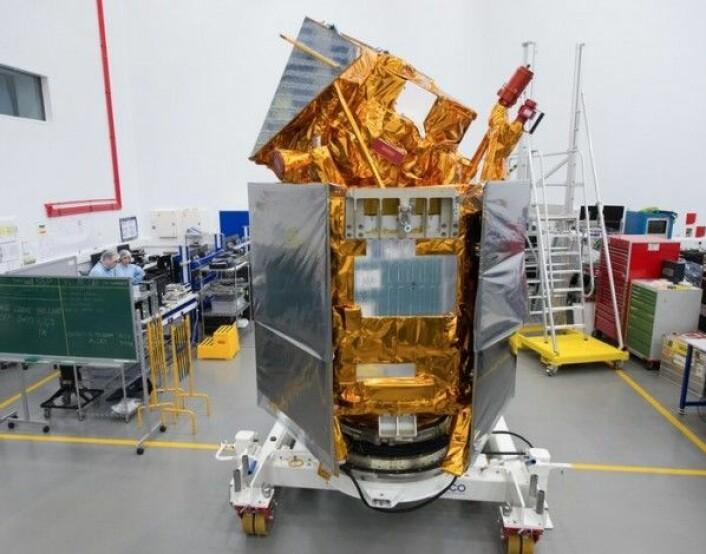 Sentinel-5P skal måle luftkvaliteten over hele verden. Her er satellitten før den blir sendt til oppskyting i september 2017. ESA