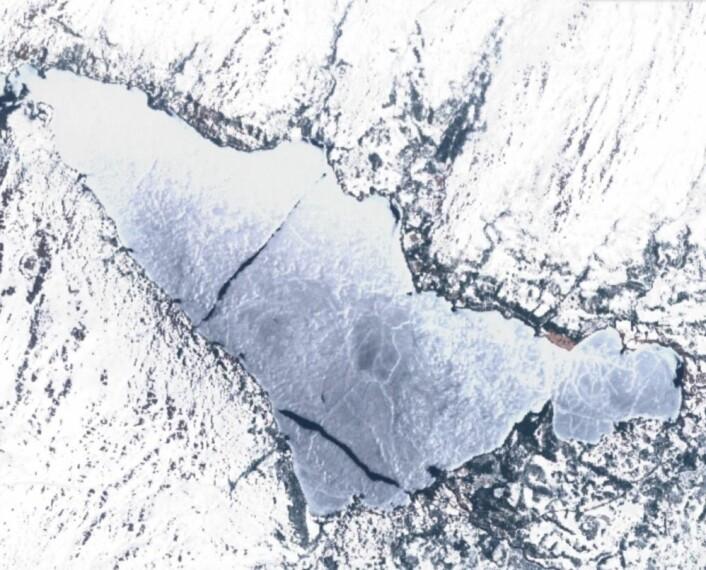 Isen sang på siste verset da Sentinel-2 passerte over innsjøen Feren 13. mai. (Bilde: Copernicus Sentinel data 2017)