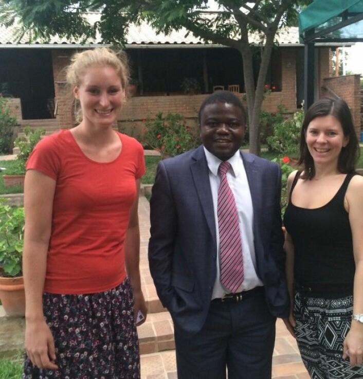 Stipendiat Hanneke Pot, Malawis helseminister Peter Kampalume, og forsker Katerini Storeng.(Foto: Boniface)
