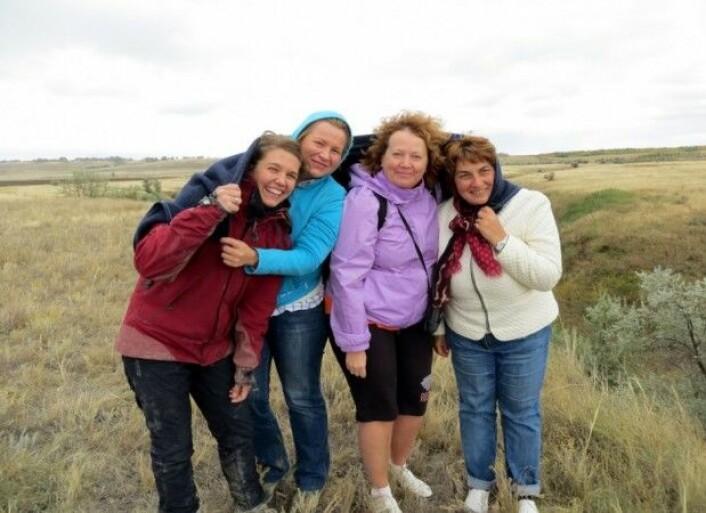 Mine romkamerater Olga (forsker på fossile muslinger), Olga (planterester) og Julia (ostracoder). Merk at jeg er den eneste som er godt nok kledd - og utrolig skitten. (Foto: Olga S.)