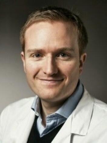 Doktorgradsstipendiat Martin Kummen har tatt 600 prøver av tarmfloraen hos friske og syke mennesker. Målet er å finne ut på hvilken måte tarmbakteriene har betydning for forskjellige kroniske sykdommer.(Foto: OUS)