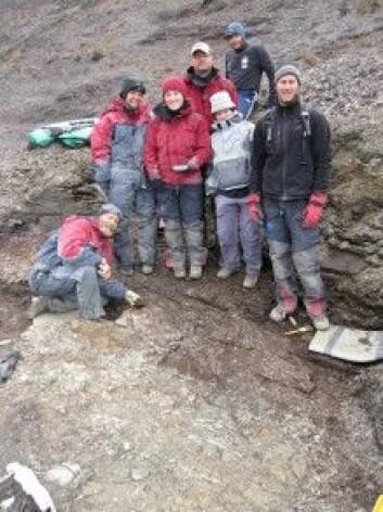 Det er lite som slår feltarbeid på Svalbard. Her graver vi ut svaneøgla Gully i 2010. (Foto: SMRG)
