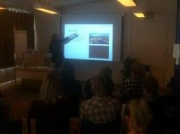 Helene Nordgård Andreassen held eit kåserande føredrag om variasjon og endring i dølamålet i Indre Troms. (Foto: Øystein A. Vangsnes)