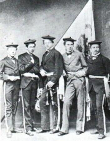 """""""Offiserane i Nordnæs Bataillon i 1867. Eldste kjende bilete av bogekorps i Bergen"""" (Foto: Gamle Bergen Museum)"""