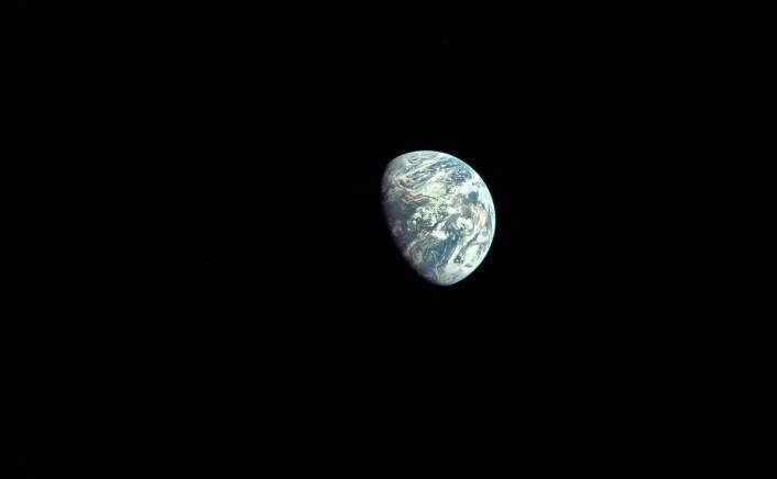 Edwin Aldrin tok dette bildet av Jorda underveis mot Månen i 1969. (Foto: NASA)