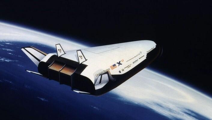 Romflyet Lockheed Martin X-33 skulle starte fra Jorda og nå bane uten bruk av bæreraketter med en spesiell rakettdyse, kalt Aerospike, flytende hydrogen som brennstoff og nye materialer. Prosjektet ble stanset i 2001 på grunn av problemer med drivstofftankene. (Illustrasjon: NASA)