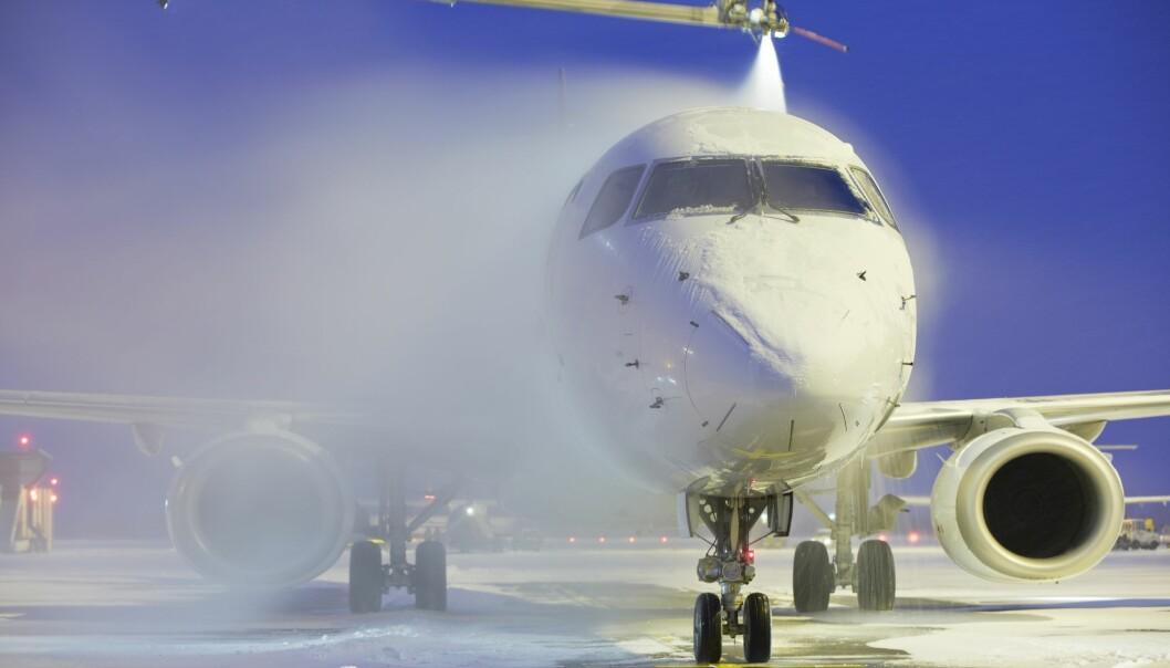 Avising av fly forurenser bakken. Nå skal ny filterteknologi testes ut mot problemet på Sola flyplass, etter vellykkede labforsøk.  (Illustrasjonsfoto: Shutterstock / NTB Scanpix)