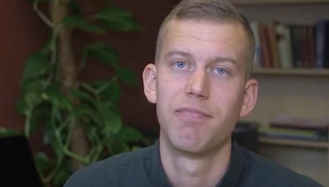 I videokursene sine veileder psykolog Magnus Nordmo deg gjennom et selvhjelpsprogram bygd på kognitiv terapi. Kursene kan du gjennomføre helt selv. De har muligens like god effekt som å gå til psykolog.