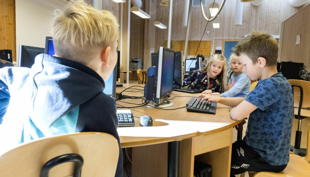 Både dagens og morgendagens skole befolkes av barn og unge som har smartteknologien under huden, sier skoleforsker Jan Merok Paulsen. Han mener at digital teknologi kan gjøre læringen kreativ og nyskapende.   (Illustrasjonsfoto:Gorm Kallestad/NTB Scanpix)