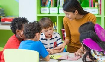 Forskere med anekdoter om språkstimulering i barnehage
