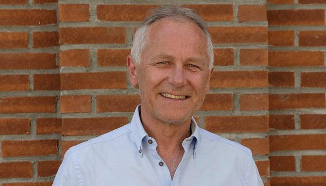 Forskningssjef Paul Møller i Klinikk for psykisk helse og rus har skrevet fagbok om schizofreni. (Foto: Vestre viken)