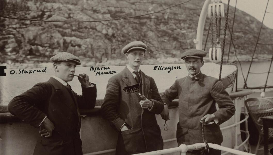Olav Staxrud (t.v.) fotografert ombord på hurtigruten på opptur til Tromsø i forbindelse med de norske Svalbardekspedisjoner i 1912. (Foto: Adolf Hoel / Norsk Polarinstitutt)