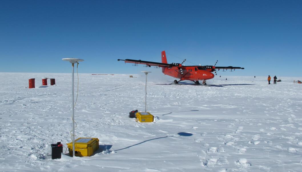 Ved hjelp av radar ombord på dette flyet samlet de inn data fra regionen. (Foto: Kenichi Matsouka / Norsk Polarinstitutt)