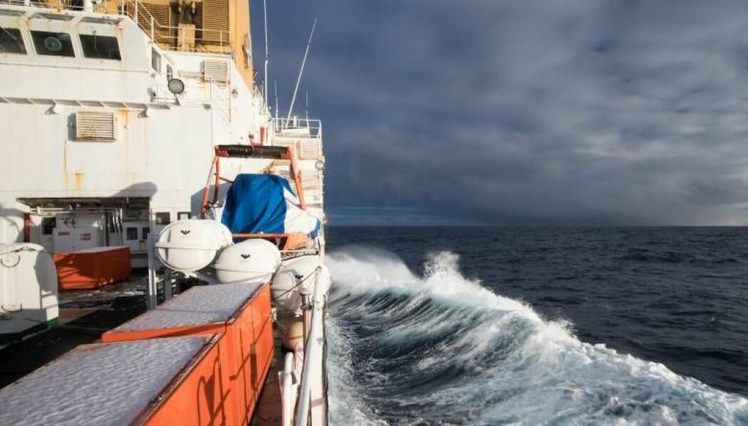 Bildet er fra årets tokt til Island/Grønlandhavet, et havområde ikke mange drar til om vinteren. Til tross for at det er da de spennende prosessene skjer. (Foto: Sindre Skrede/ NRK)