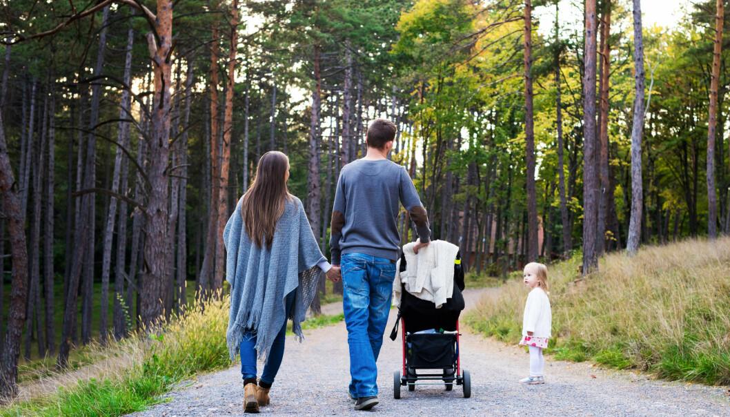 Regjeringen foreslår nå en tredeling av foreldrepermisjonen. Dette innebærer at foreldrepermisjonen deles i tre, hvor begge foreldrene får 15 uker hver, mens 16 uker fordeles fritt med likedeling som utgangspunkt. Et eget forskerutvalg foreslår heller at permisjonen deles i to.  (Illustrasjonsfoto: Shutterstock / NTB Scanpix)