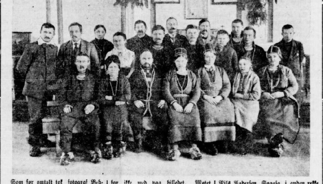Her er et klipp fra avisa Indherred, 15. april 1919. Bildet viser noen av deltakerne på samemøtet på Steinkjer 19.–21. mars. (Foto: Arkivfoto / faksimile fra Indherred)