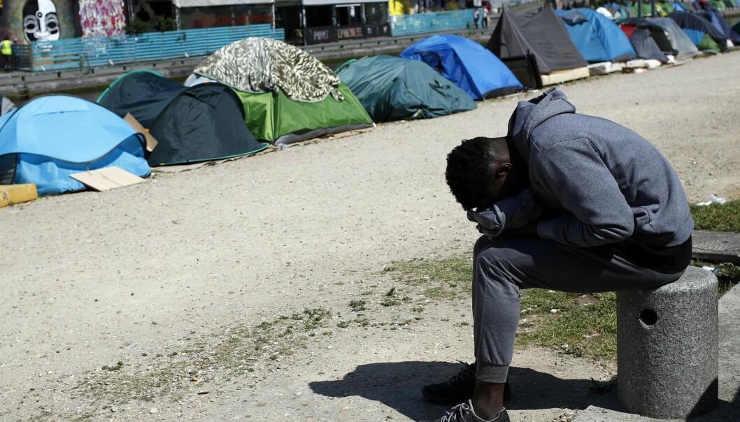 Hva er det som får titusenvis av migranter til hvert år å forlate hjemlandene sine og søke lykken annet steds – og hva skal til for at de ikke drar? Det skal et internasjonalt forskningsprosjekt, ledet fra Norge, se nærmere på. (Foto: AP, François Mori, NTB scanpix)
